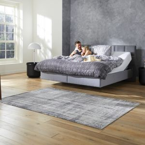 TEMPUR RELAX BED CHECK 110 GREY STOF MODEL MAN VROUW 001 resized